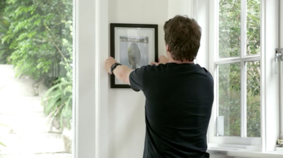how to fix large holes in plasterboard